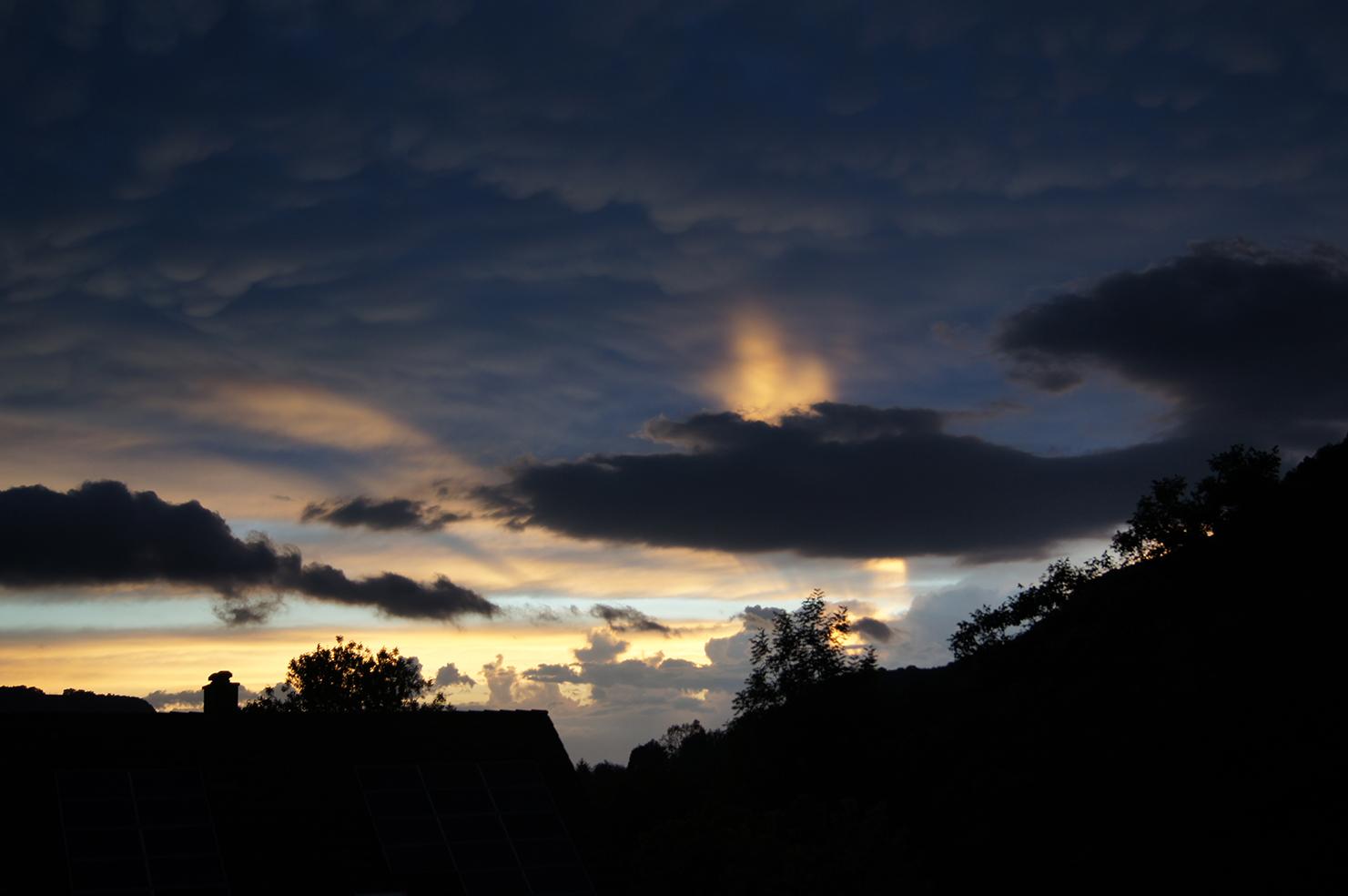Blau-gelbe Abendhimmel-Symphonie