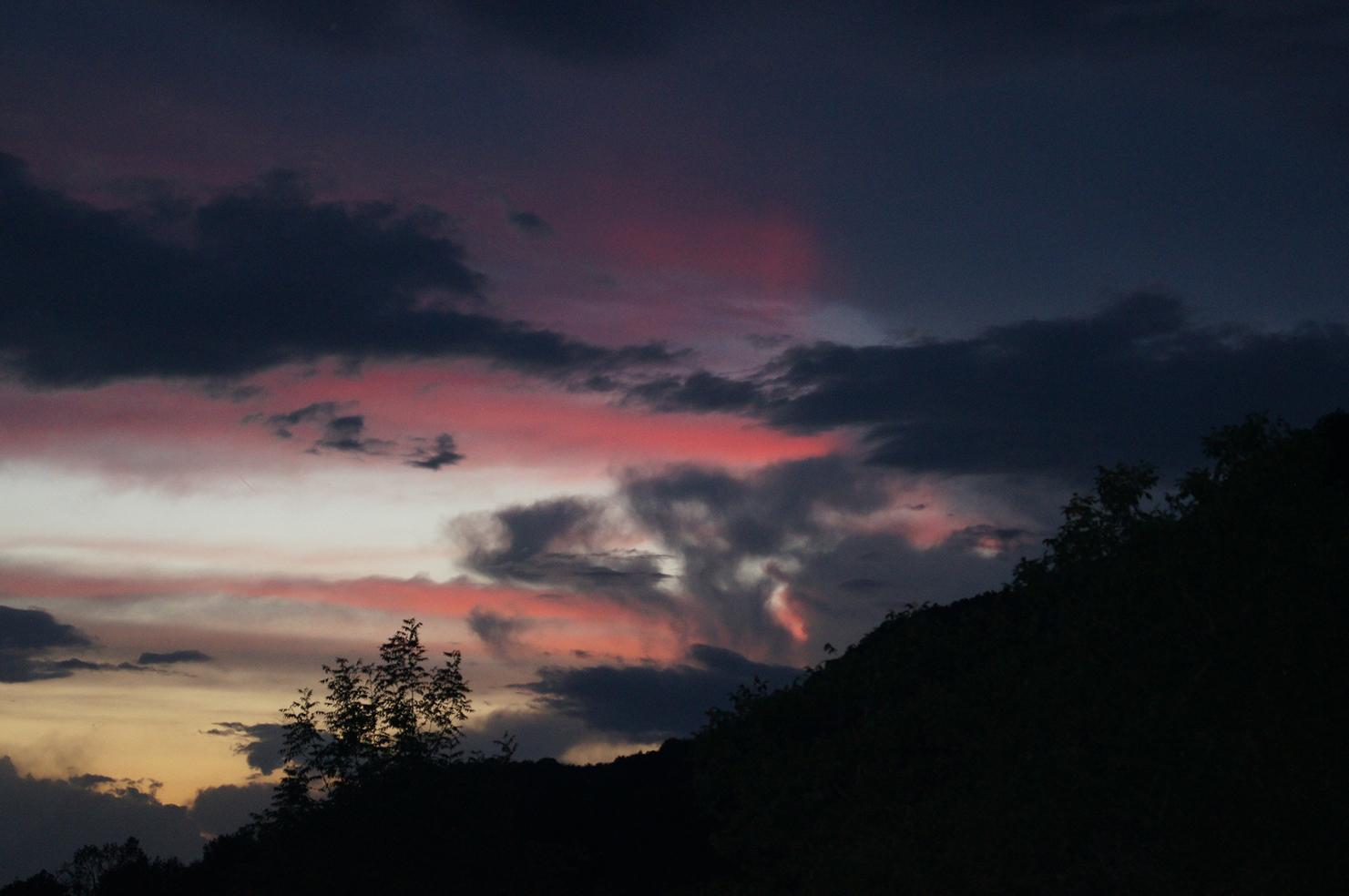 Blau-rotes Himmelsdrama